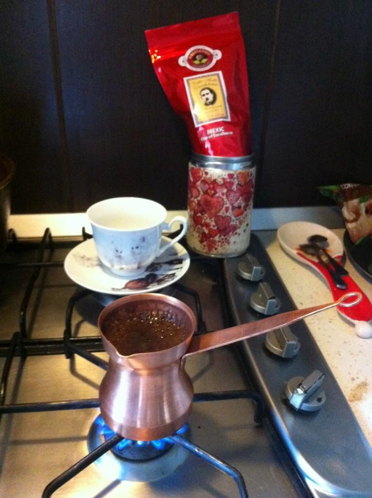 Reţeta cafelei pe care o beau cele mai mari doamne ale României, servite la pat de către bărbaţii lor