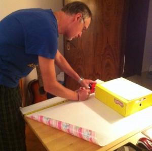 Ingineria împachetatului cadoului din cutia de pantofi